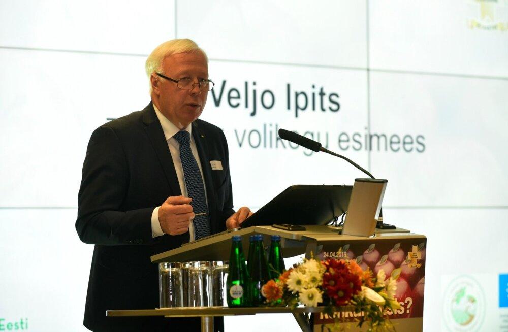 Veljo Ipits toiduainetööstuse liidu aastakonverentsil.