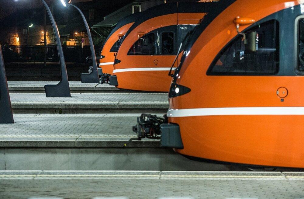 Из-за сломавшейся стрелки опаздывают многие поезда Elron западного направления