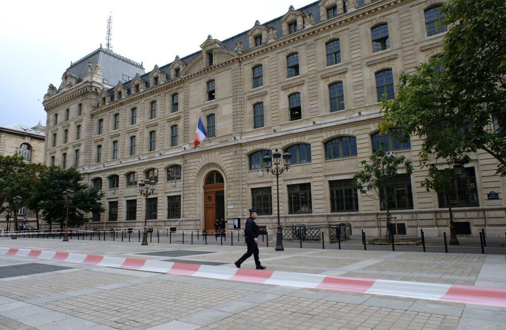 Основной версией резни в Париже назвали трудовой конфликт