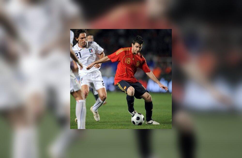 Cesc Fabregas (Hispaania) ja Andrea Pirlo (Itaalia)