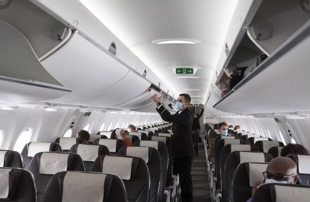 Стюардессы перечислили самые мерзкие привычки пассажиров самолетов