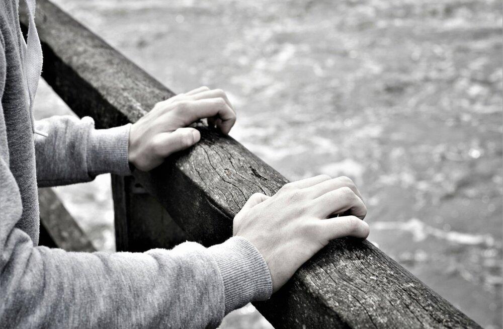 """""""Наш 13-летний сын неоднократно пытался свести счеты с жизнью"""". История с виду обычной эстонской семьи"""
