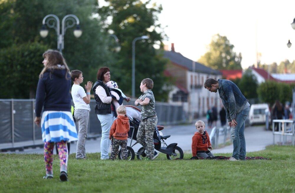 FOTOD | Terve perega rokkimas! Mailis Reps naudib abikaasa ja lastega Tõrva Loitsu