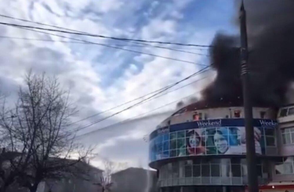 ВИДЕО: В Архангельске загорелся торговый центр