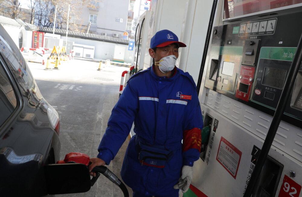 Viiruse levik viis nafta hinna langusesse, kardetakse laialdasi reisipiiranguid