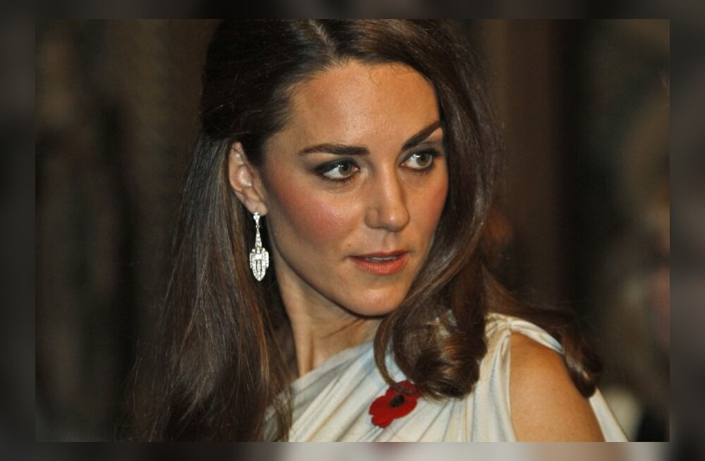 FOTOD: Kate astus rahva ette lummavas kleidis