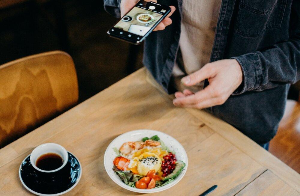 4 простых совета, как сделать фотографии еды на мобильном телефоне особенно аппетитными