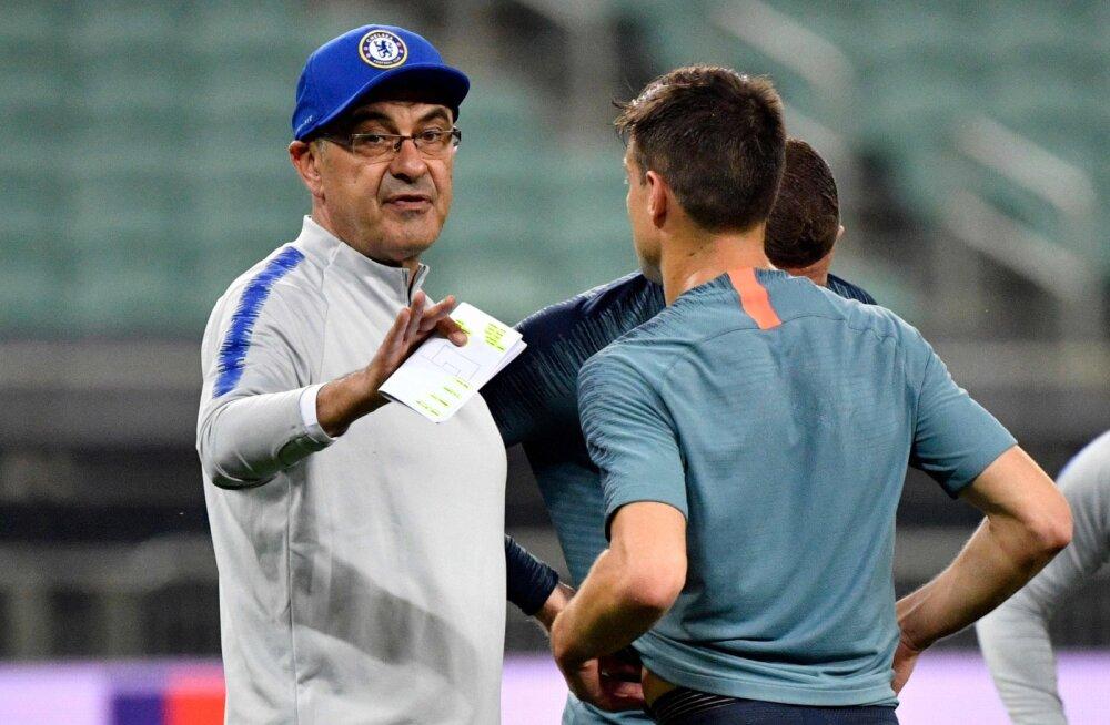 VIDEO | Chelsea mängijad läksid Euroopa liiga finaali eelsel treeningul tülli, peatreener Sarri marssis platsilt minema ja loopis mütsi