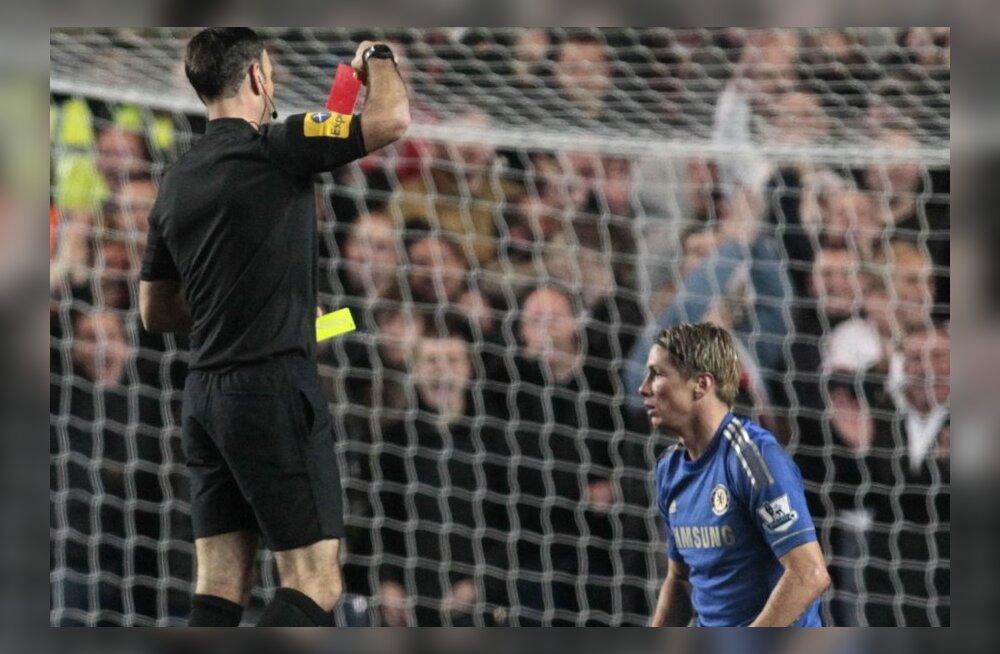 Torres saab punase