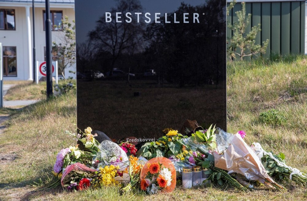 Lilled Anders Holch Povlsenile kuuluva firma Bestseller peahoone ees Brandes.