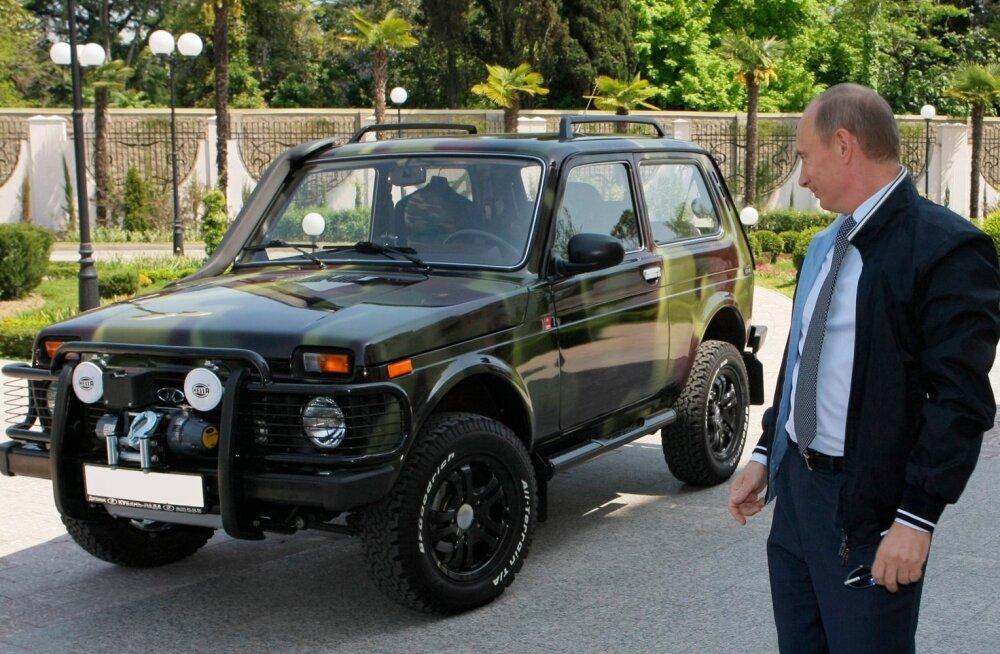 Venemaa president Vladimir Putin ei väsi kiitmast oma Lada Niva Jeepi. Venemaa juhtkond AvtoVAZ-i alati esitlenud kui Venemaa ettevõtluse rahvuslikku uhkust.