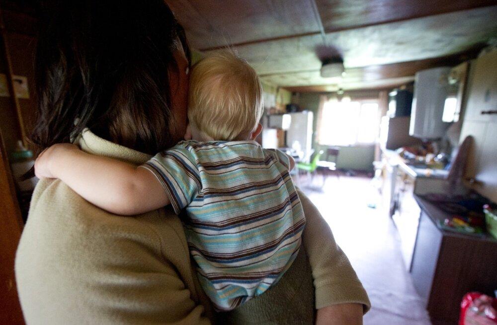 Мать трехлетнего малыша: сидя с ребенком, работу не найти, а медицинская страховка заканчивается