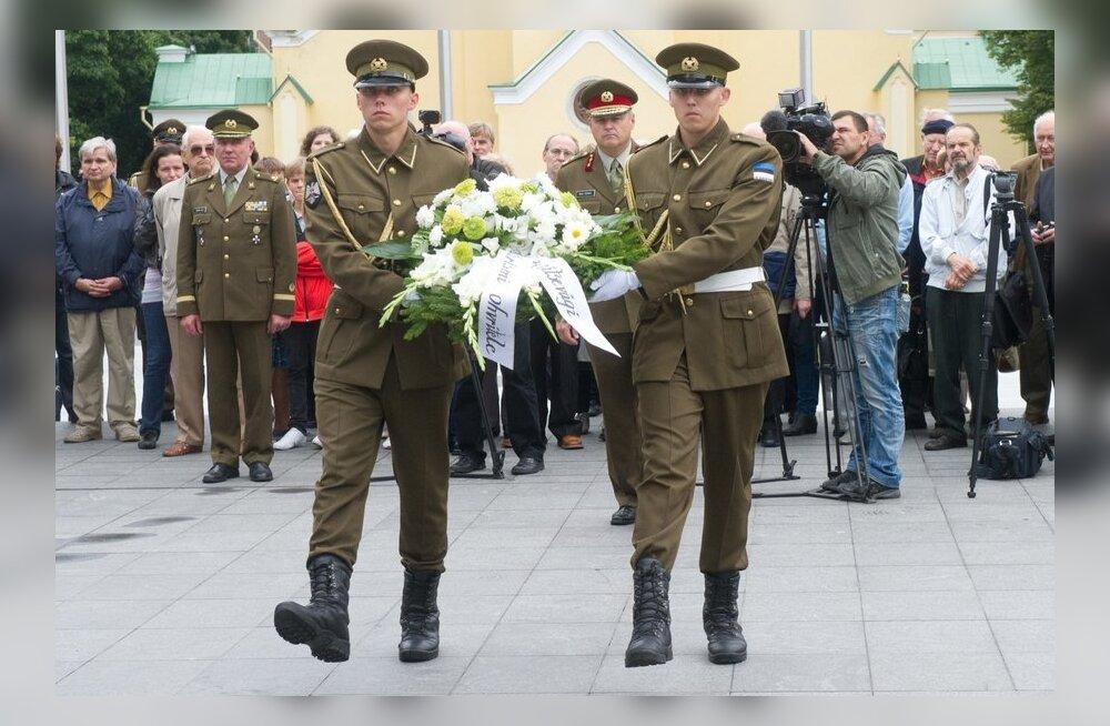 Kommunismi ja natsismi ohvrite mälestustseremoonia Tallinnas Vabadussõja võidusamba juures