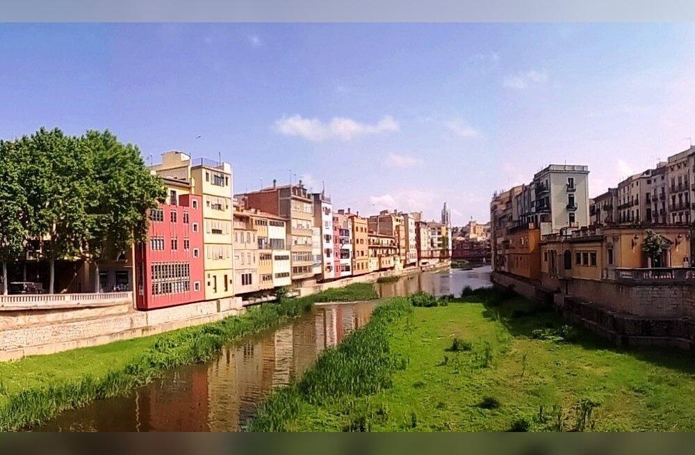 Girona, majad Onyari jõe ääres