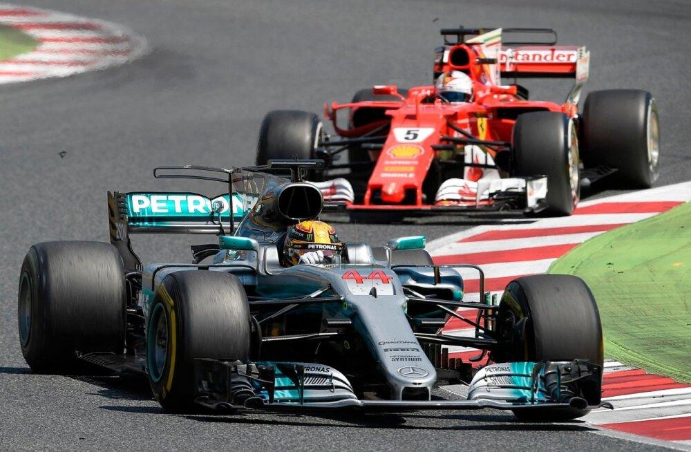 Seekord nii: Lewis Hamilton ees ja Sebastian Vettel taga.