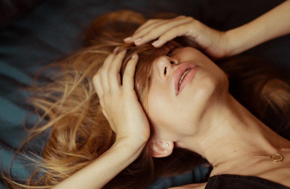 Rindade hellitamisega ülima naudinguni: õpetame, kuidas saavutada rinnanibuorgasm