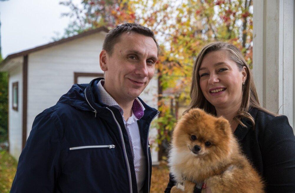 Monika ja Veiko Põldkivi ning nende väike koerake Harris