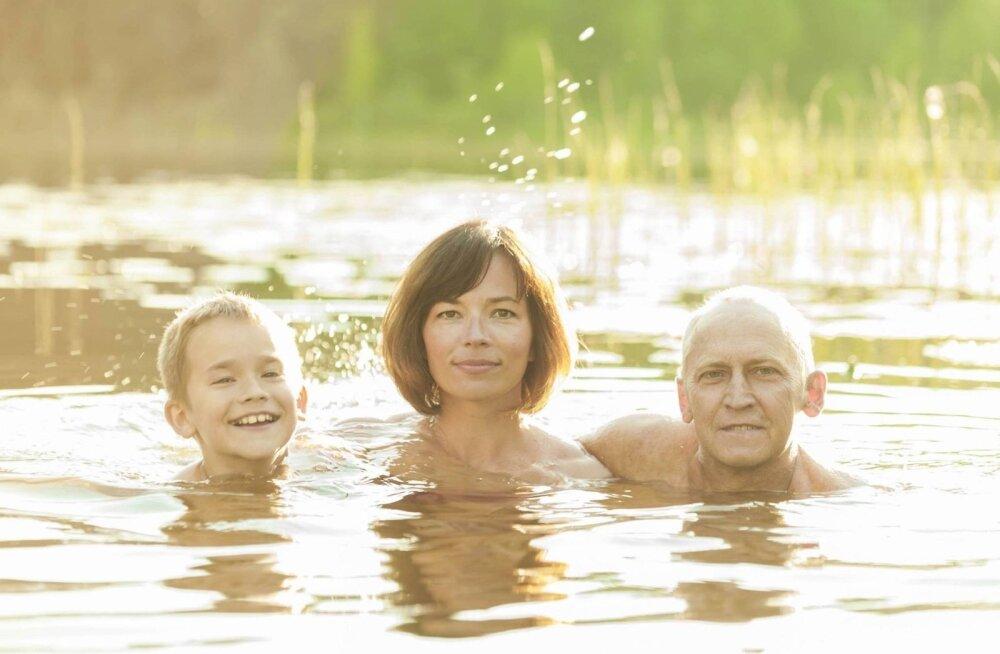 VARAHOMMIKUNE SUPLUS Eesti loodust naudib Vahur koos naise Liina ja poeg Kelviniga.