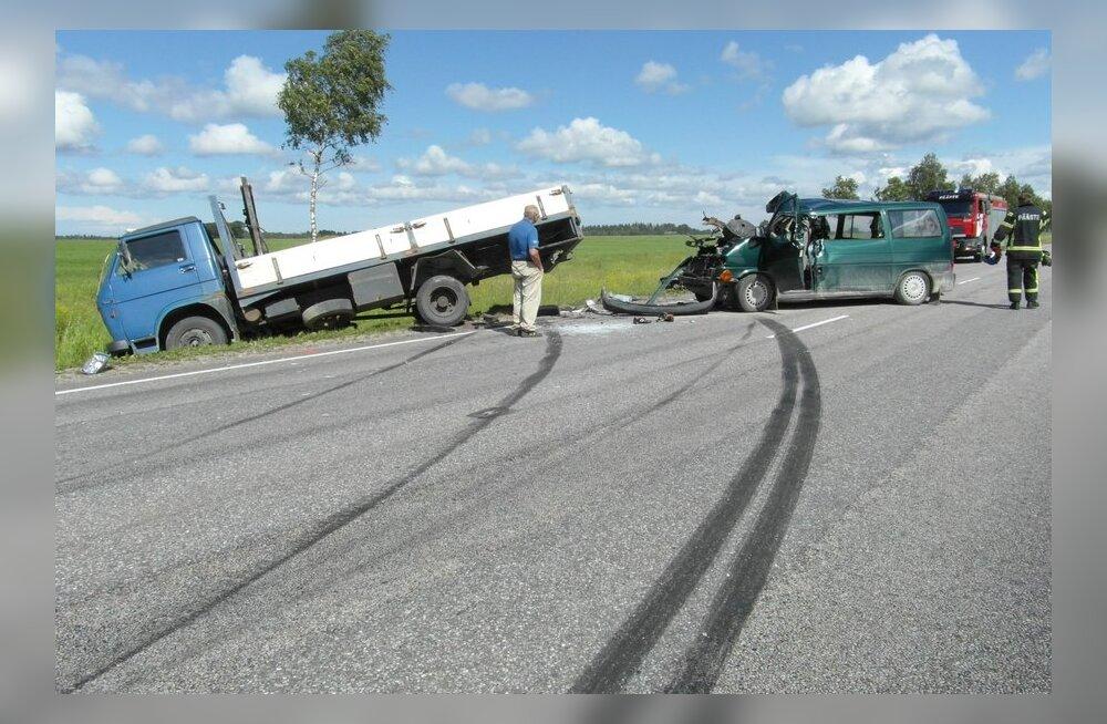 FOTOD: Lääne-Virumaal hukkus raskes liiklusõnnetuses mees