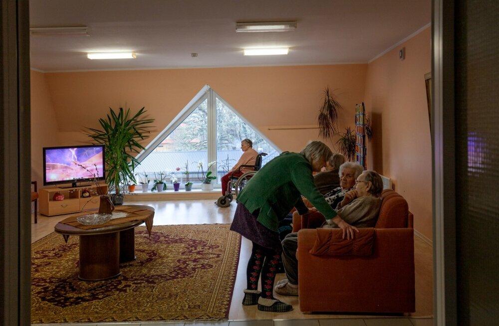 Hageri hooldekodu on üks neist, millel on nii hea maine, et sinna soovitakse eakaid panna kõikjalt üle Eesti. Paraku kummitab ka siin hooldajate nappus.
