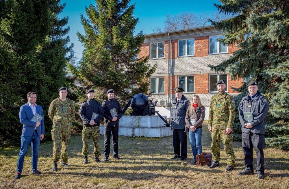 Mereväe ohvitser-spetsialisti kursuse õppurid ning õppejõud Miinisadamas.