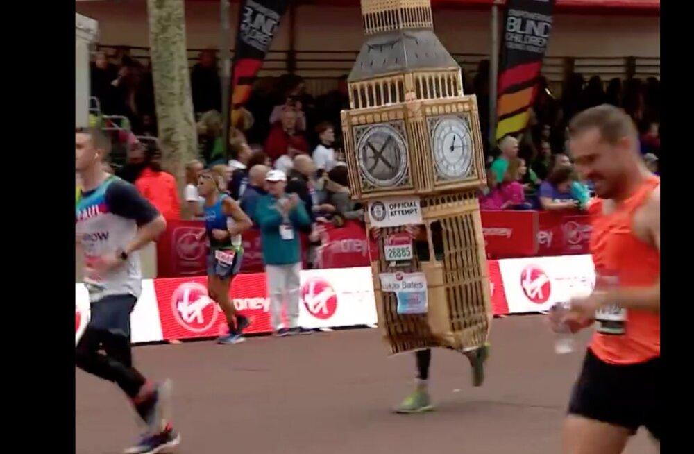 Piinlik! Big Beni kostüümis maratoni jooksnud mehe finišeerimist takistas üks väike läbi mõtlemata detail
