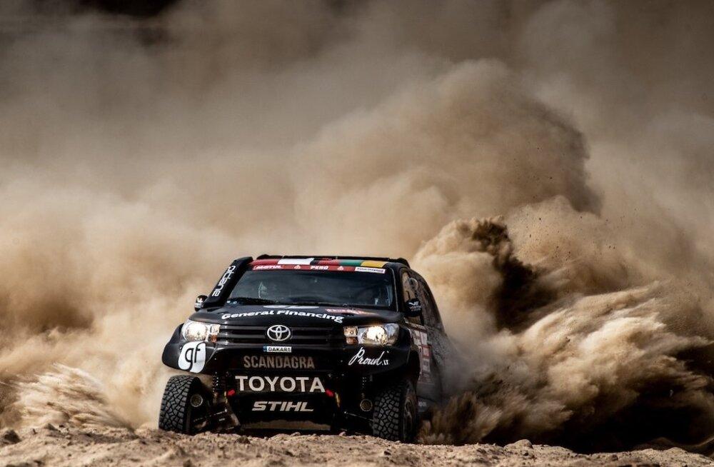 Rally Estonial näeb kihutamas Dakari maratonralli Toyota Hilux'it