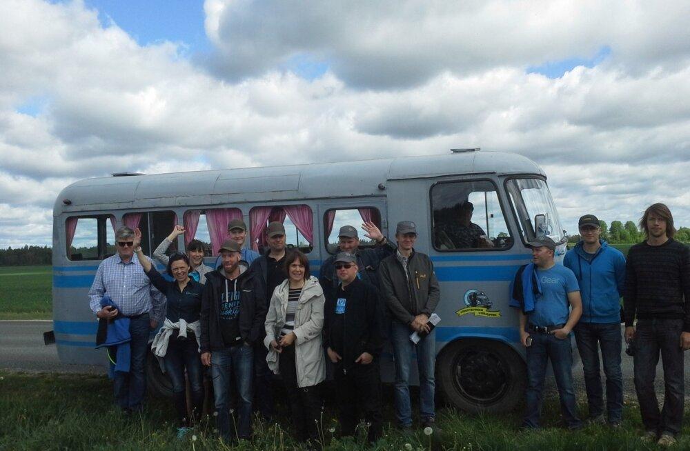 Scandagra meeskond kasutas Järvamaa põllupäeval ajaloolist bussi.