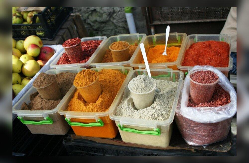 18 maitseainet, mida hoidistamisel käeulatuses hoida