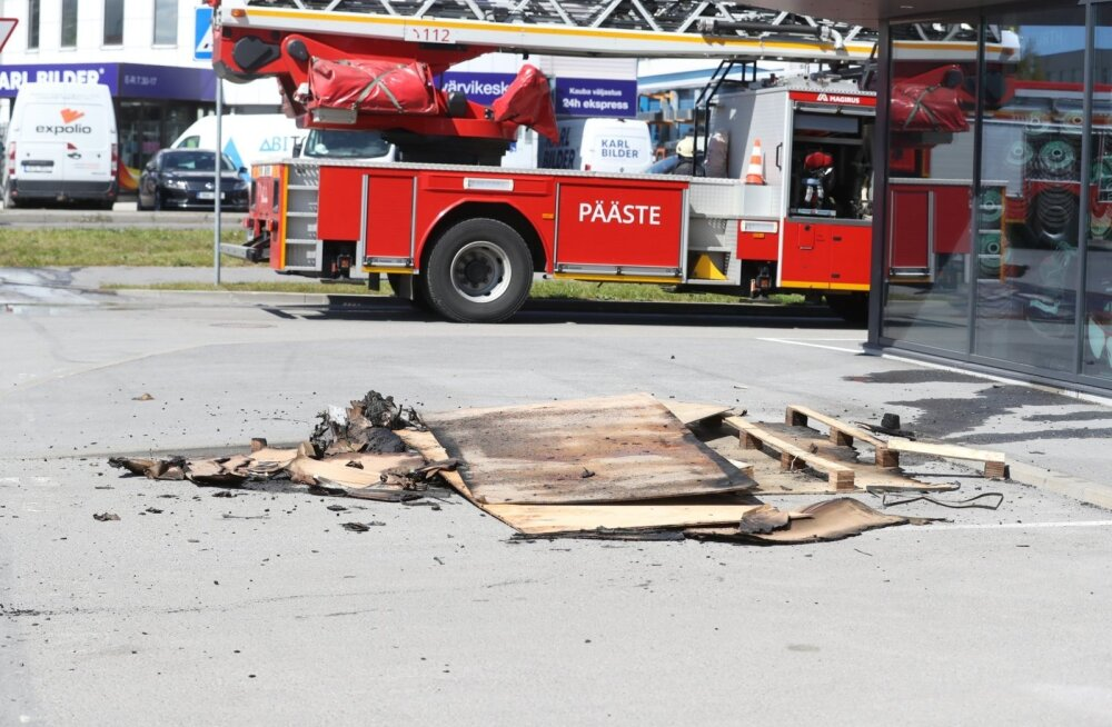 ФОТО | В Таллинне загорелось офисное здание: людей эвакуировали