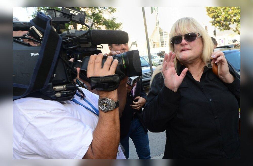 Debbie Rowe kohtuistungile minemas