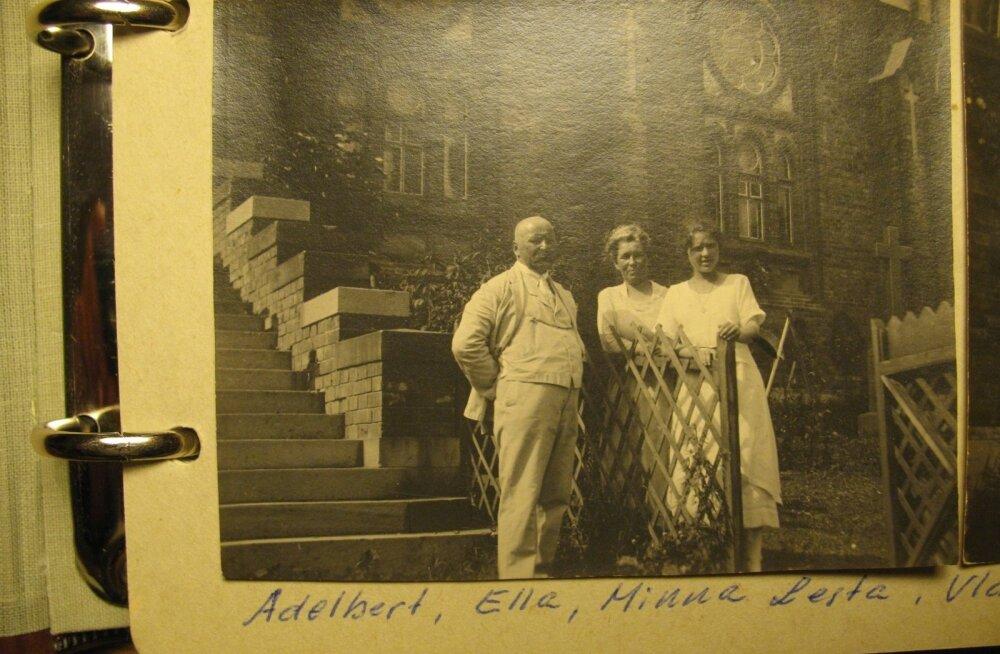 p Pastor Lesta naise ja tütrega Vladivostoki kiriku juures.
