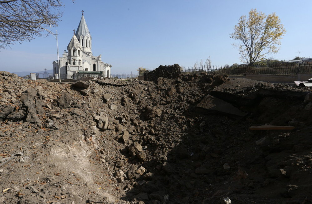 Конец войны в Карабахе. Пашинян договорился о мире с Алиевым и Путиным, в регион введут российских миротворцев