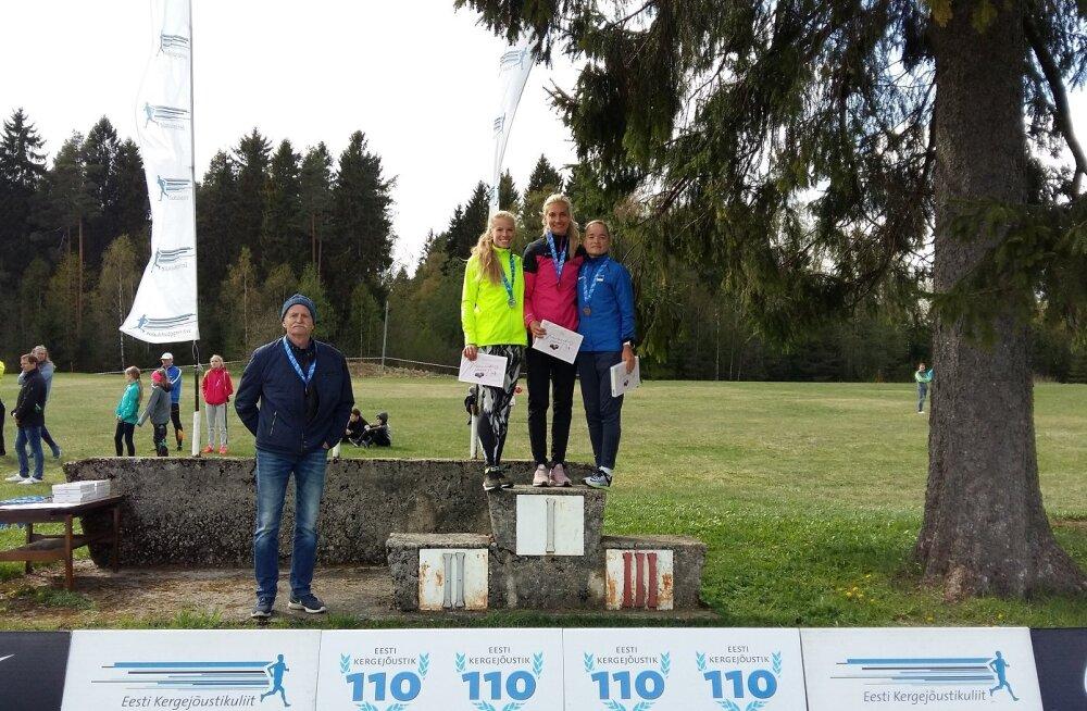 Naiste esikolmik ja võitja treener Aleksander Tšernov