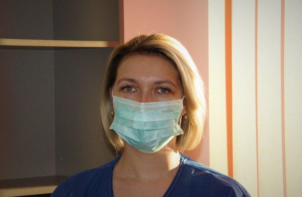 SEE ON ÕIGE: Pane mask üle nina ja näo. Kui maskil on ülal servas traat, painuta see ninakuju järgi vastu nägu.