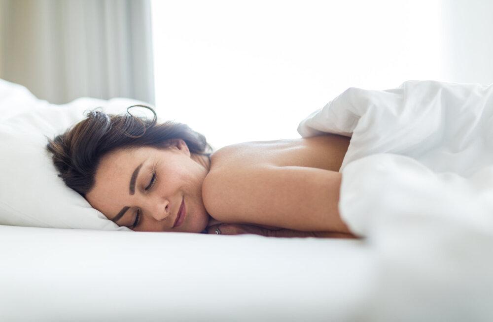 Unusta riided! 5 põhjust, miks täna alasti magada
