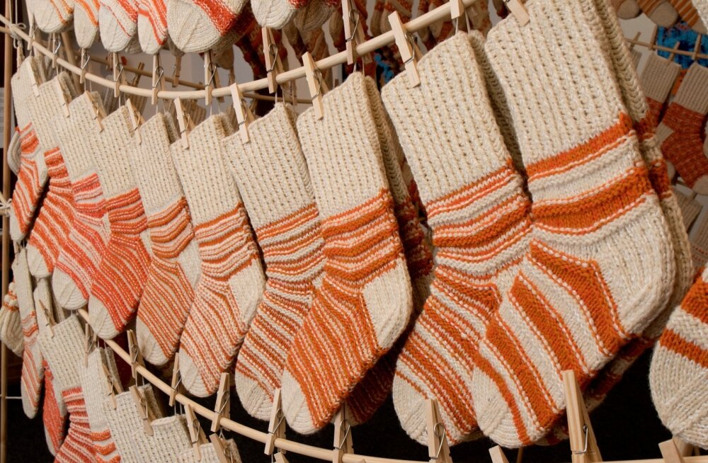 Сотни добровольцев из Финляндии связали 700 пар шерстяных носков для кипрских малоимущих