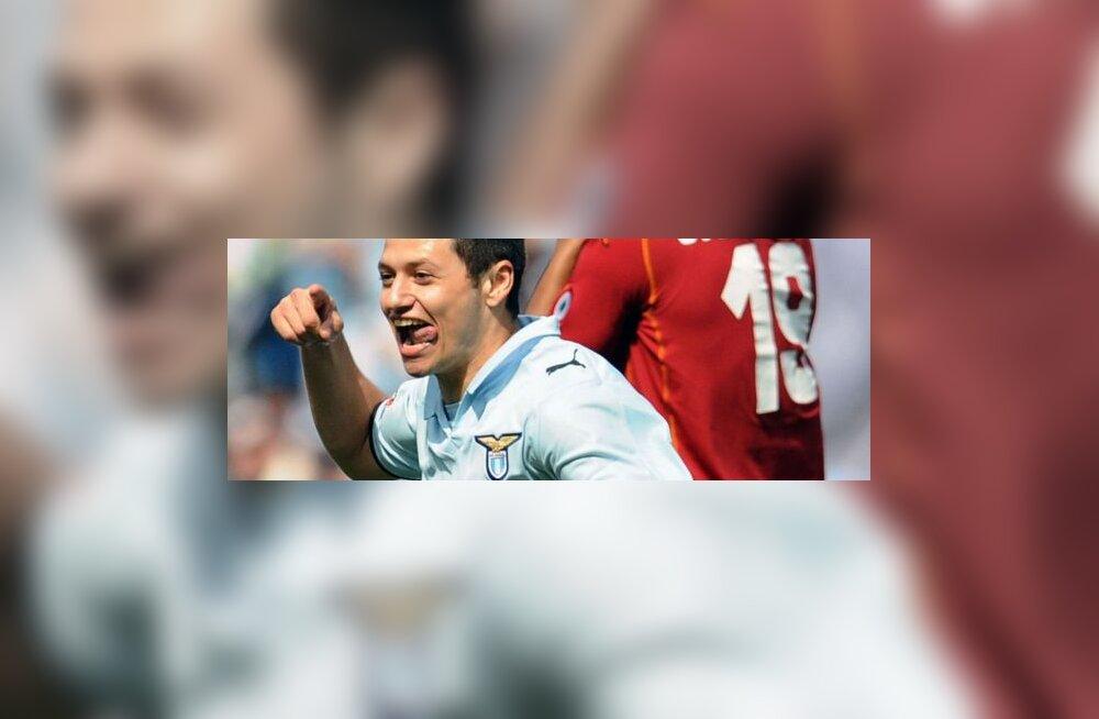 Lazio ründaja Mauro Zarate  on löönud värava