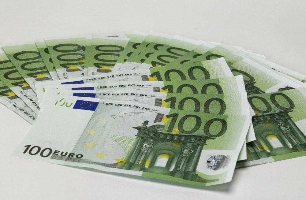 Esimene pank Eestis hakkas sularahaautomaatidest 100-euroseid väljastama