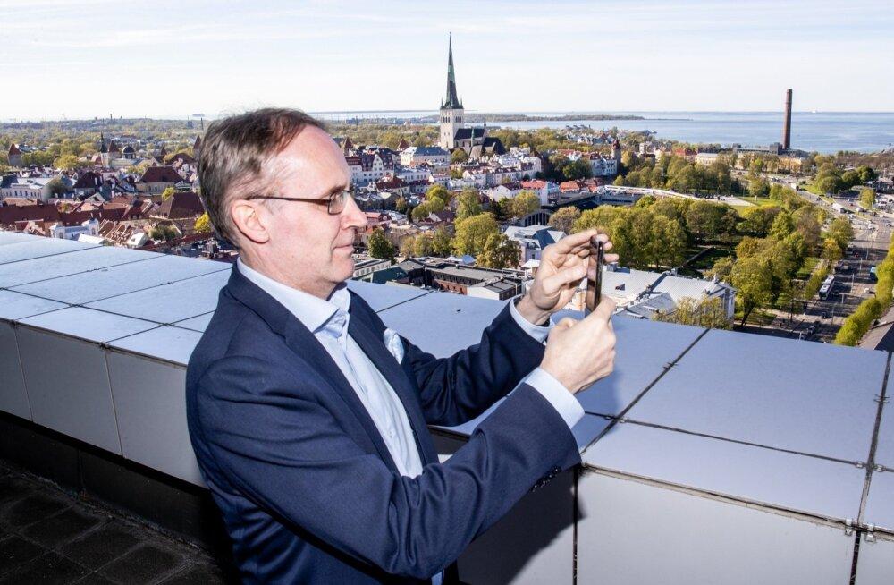 SOK-i juhatuse esimees Taavi Heikkilä teeb Viru hotelli ülemisel korrusel selfit. Grupp otsib Tallinnas ja selle lähiümbruses laienemisvõimalusi.