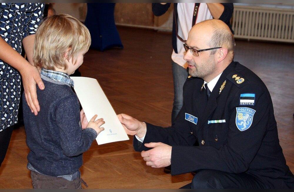 ФОТО: Новые граждане получили в Тарту свидетельства о гражданстве