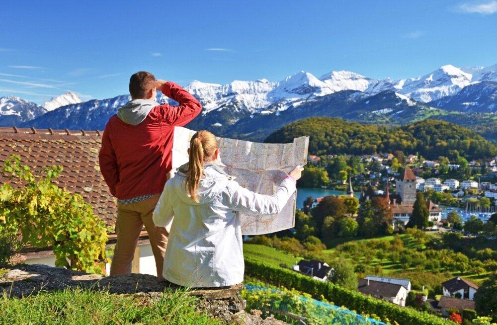 Aasta lõpuks saab ümber tähtaeg, millal Šveitsi valitsus peab ellu viima otsuse ehk seadma sisse piirangud Šveitsi tööle või elama tulevate Euroopa Liidu riikide kodanike hulgale. Kas edaspidi jääb Šveitsis elamine ja töötamine paljude jaoks vaid unistuse