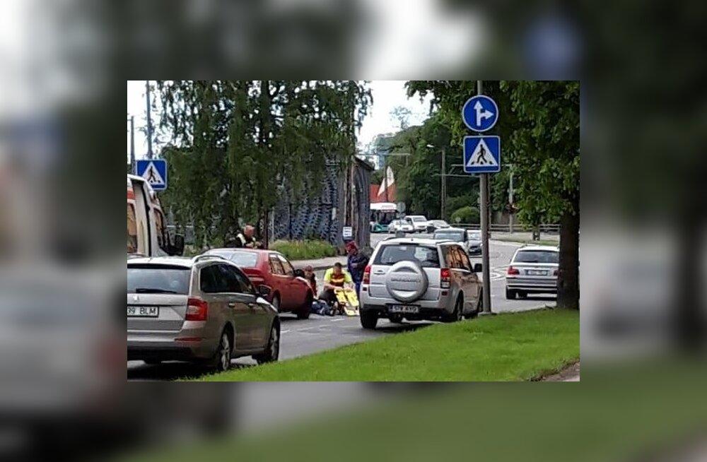 Liiklusõnnetus Tallinnas Endla tänaval asuval ülekäigurajal