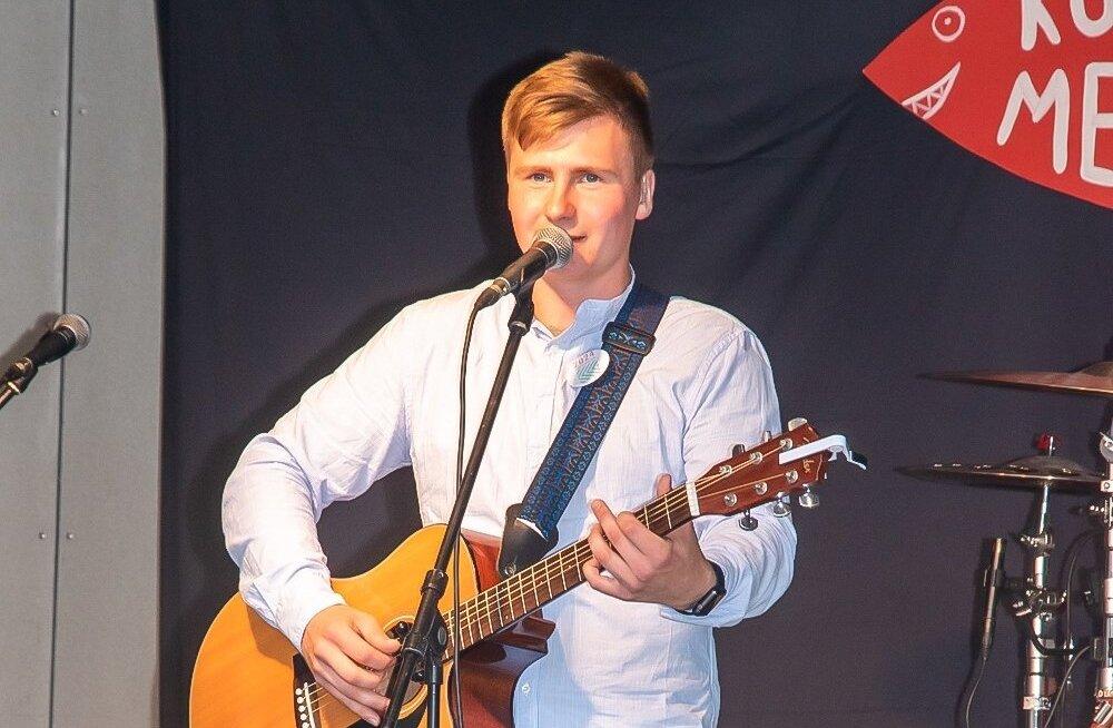 Uudo Sepp kontsert Kuressaares kaubamaja parklas