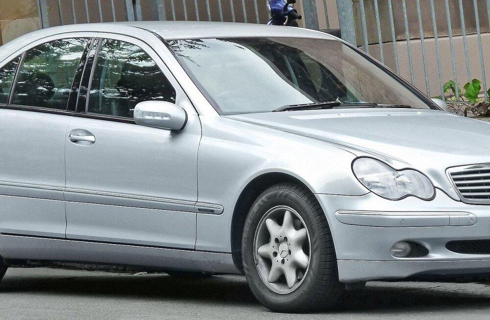 Väikelinna autopoest ostetud Mercedes andis kaks nädalat pärast ostu otsad