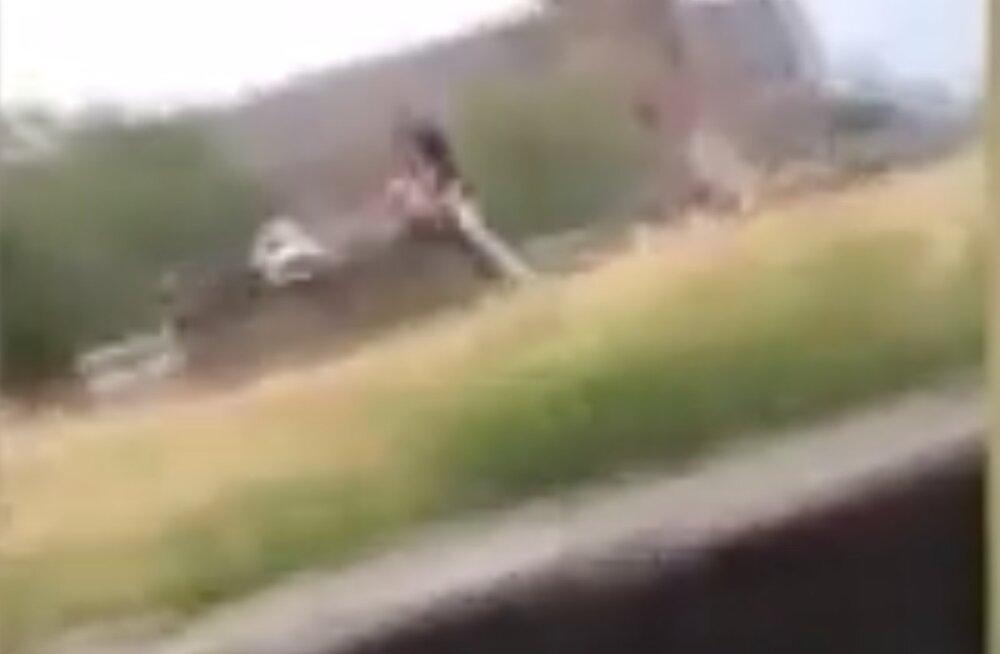 VIDEO | Kae kuripattu! Häbematu paarike asus surnuaias otse hauakivi peal vanainimeste asja kallale, rüvetus kestis pea tund