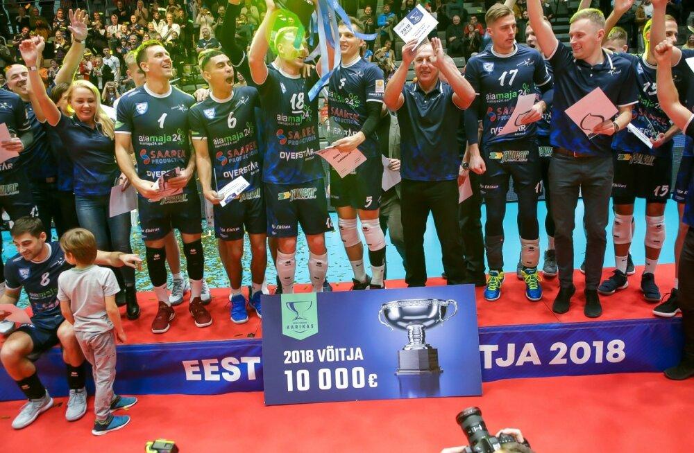 Viimati triumfeeris Saaremaa eelmisel hooajal karikasarjas. Toivo Alt koos meestega poodiumil