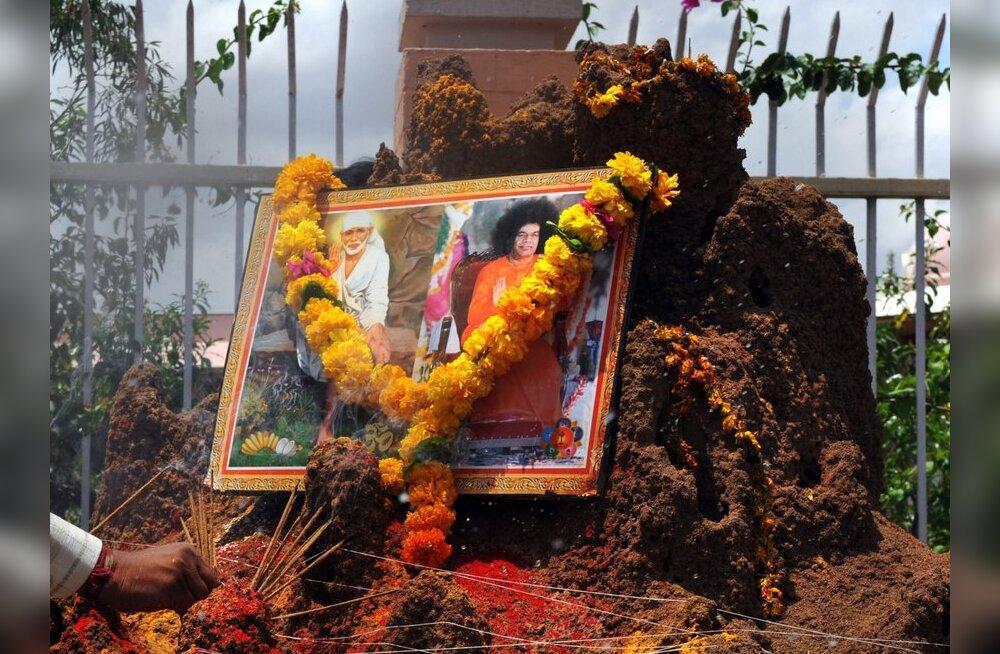 Suri India guru Sai Baba
