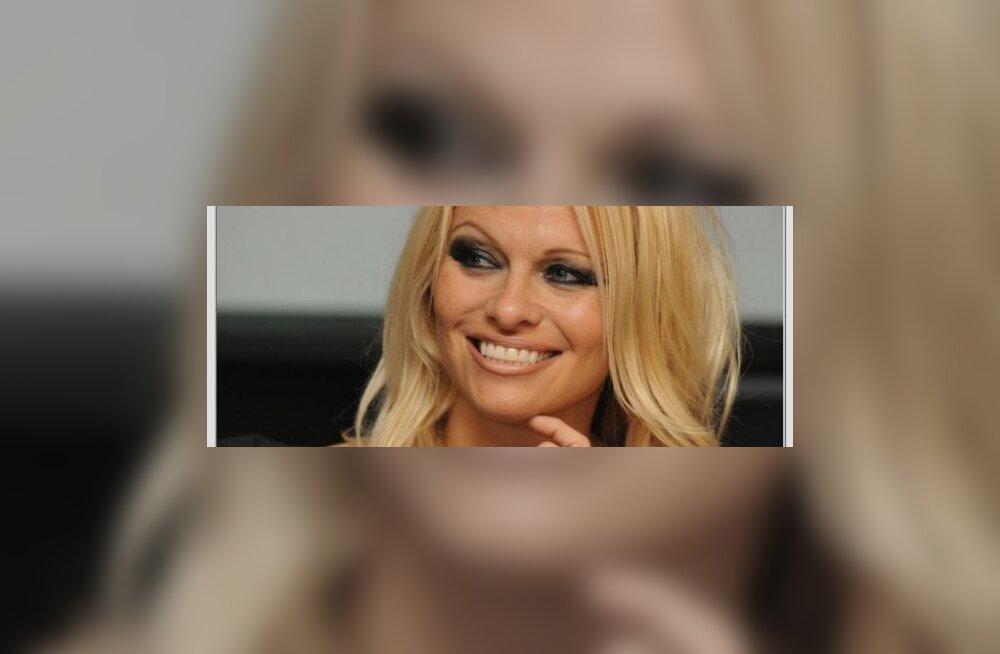 Pamela Anderson: ema dikteerib mu elu!