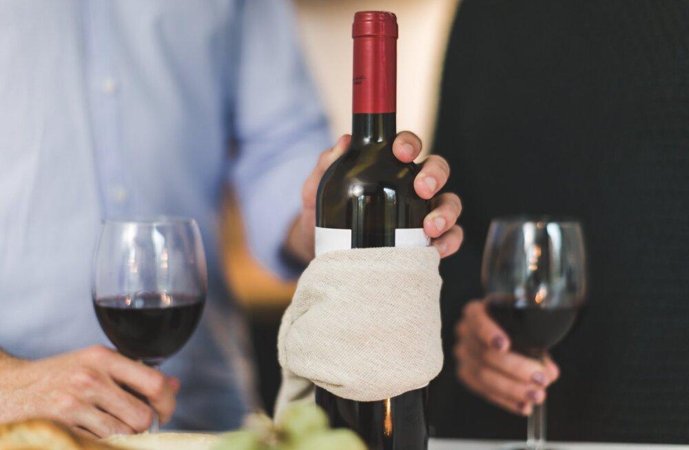 VIDEOD | Kavalad võtted, mille abil avada veinipudel, kui korgitseri ei ole